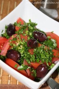 Salata de rosii cu patrunjel si masline