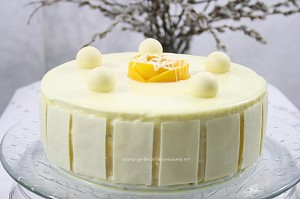 Tort cu mousse de mango si ciocolata alba/ Cake with mango mousse and white chocolate