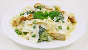 Paste cu broccoli si piept de pui