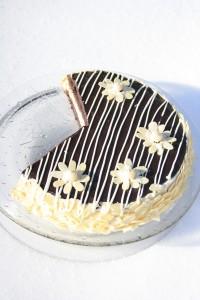 Tort cu mousse de nes si ciocolata alba