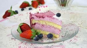 Tort cu mousse de iaurt si fructe de padure/ Berries cake with yogurt mousse